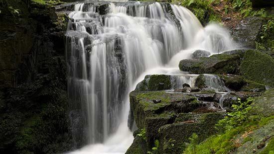 Wasserfall | Kondrauer Mineral- und Heilbrunnen