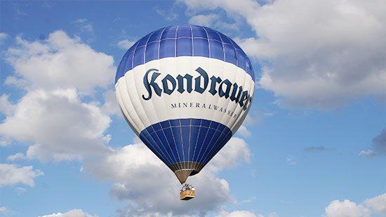 Heißluftballon des Flugzentrum Bayerwald mit Kondrauer-Branding
