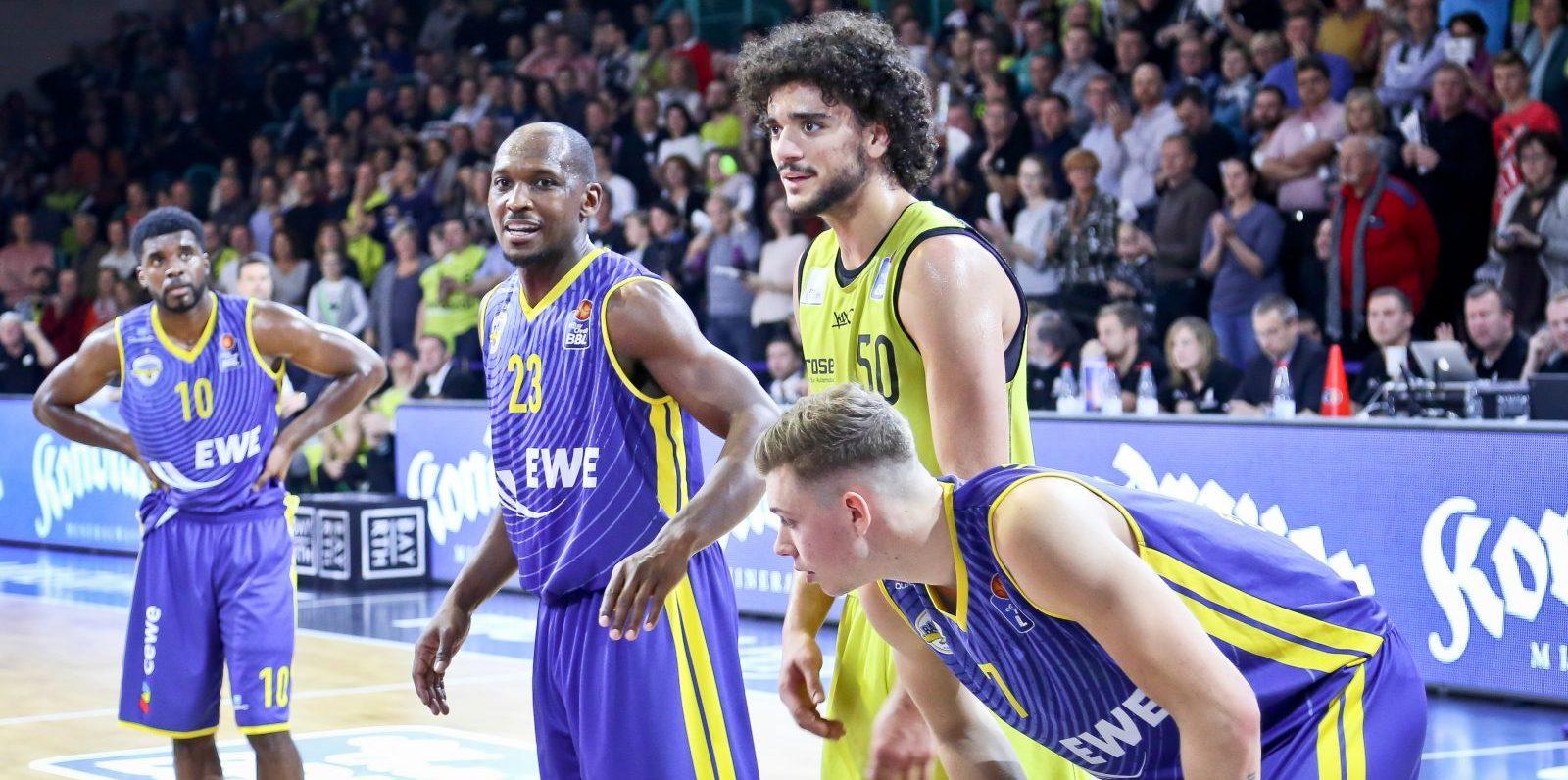13.11.2016 medi Bayreuth ; Saison 2016/17 Hauptrunde Spieltag 9 Baskets Oldenburg | Kondrauer Mineral- und Heilbrunnen